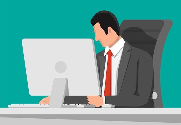 Biznesmen w pracy
