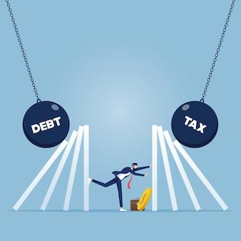 Biznesmen zatrzymuje spadające domino. zarządzanie kryzysowe