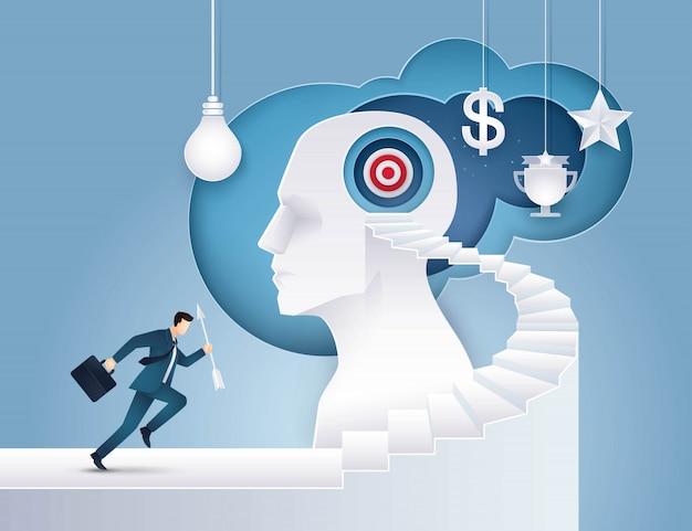 Biznesmena chwyta strzała działający up schody cel na ludzkiej głowie