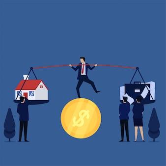 Biznesmena kuglarski akt nad moneta myli między domem i pracą.