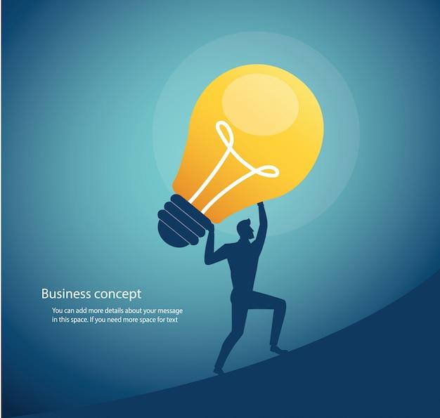 Biznesmena przewożenia żarówki pojęcie kreatywnie główkowanie