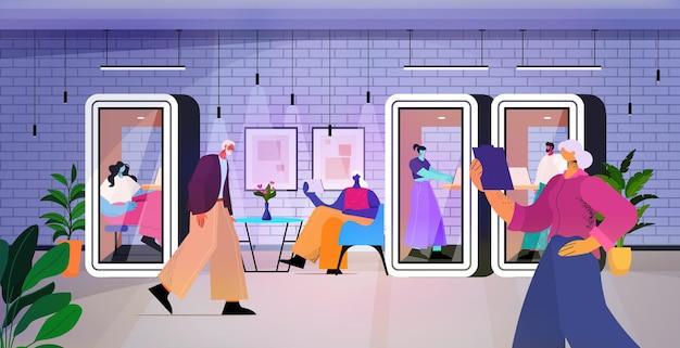 Biznesmeni pracujący w ochronnych szklanych kabinach zespół ludzi biznesu w nowoczesnym biurze ilustracji wektorowych poziomej pełnej długości