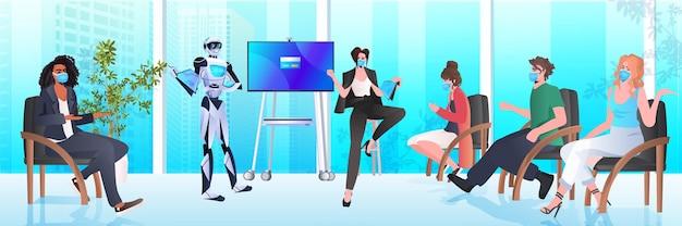 Biznesmeni w maskach i robotach pracujących razem w kreatywnej otwartej przestrzeni sztucznej inteligencji koncepcja pracy zespołowej wnętrze biura pozioma ilustracja wektorowa pełnej długości