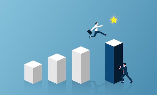 Biznesmeni współpracujący w celu popchnięcia organizacji do osiągnięcia koncepcji sukcesu.