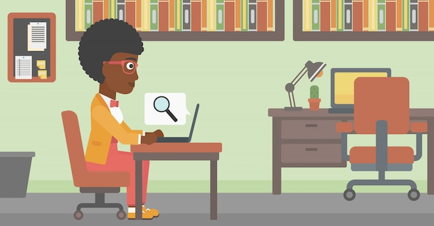 Biznesowa kobieta pracuje na jej laptopie.