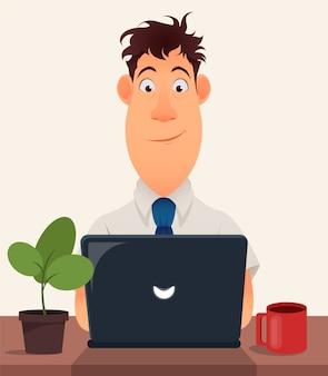 Biznesowego mężczyzna przedsiębiorca pracuje na laptopie przy jego biurowym biurkiem