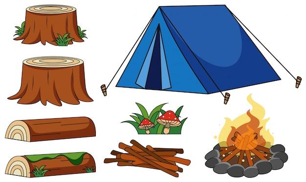 Błękitny namiot i ognisko na białym tle