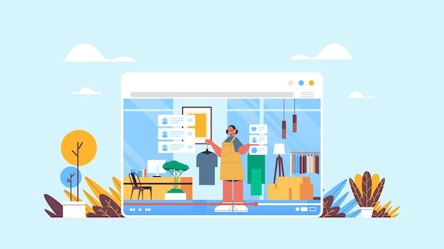 Blogerka modowa nagrywająca blog wideo online transmisja strumieniowa na żywo koncepcja blogowania dziewczyna vlogger w oknie przeglądarki internetowej wnętrze salonu w poziomie