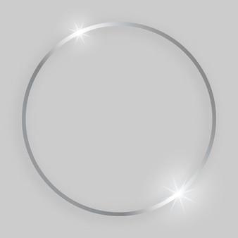Błyszcząca ramka ze świecącymi efektami. srebrna okrągła ramka z cieniem na szarym tle. ilustracja wektorowa