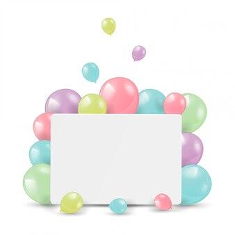 Błyszczące balony z pustą kartką za gratulacje.