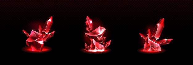 Błyszczące czerwone kryształy na białym tle