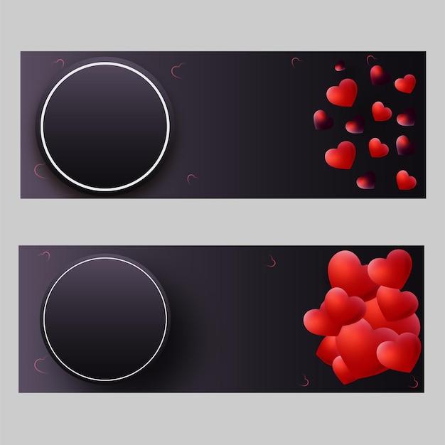 Błyszczące czerwone serca z pustą okrągłą ramką podano wiadomość na szaro