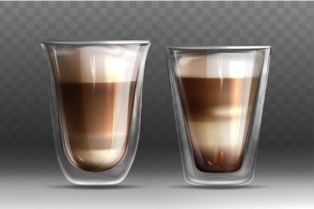 Błyszczące szklane kubki z podwójną ścianką pełne gorącego napoju kawowego. realistyczne cappuccino lub latte z mlekiem i pianką na przezroczystym tle. szablon do projektowania reklam, brandingu lub produktu.