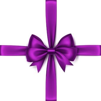 Błyszczący fioletowy fioletowy satynowy łuk i wstążka widok z góry bliska na białym tle
