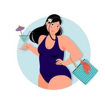 Body-pozytywna pulchna dziewczyna w stroju kąpielowym z koktajlem i torebką.