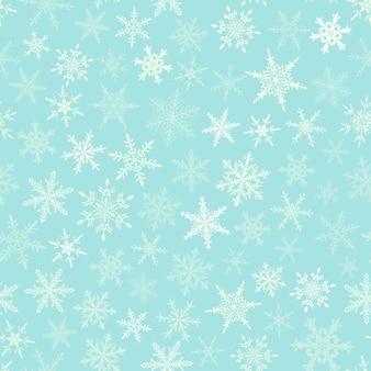 Boże narodzenie bezszwowe wzór płatki śniegu, białe na jasnoniebieskim tle.