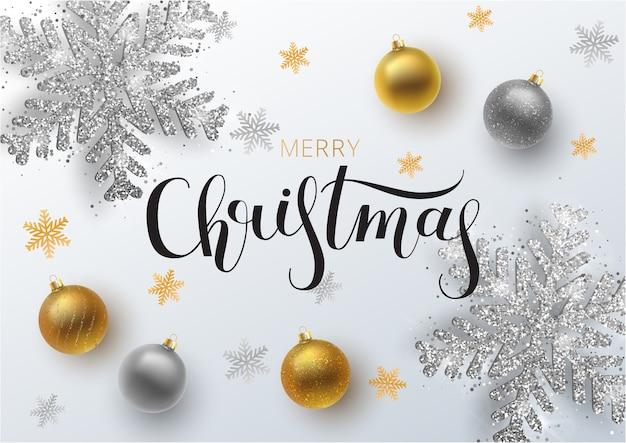 Boże narodzenie kartkę z życzeniami, tło. bombka złota i srebra, z ornamentem i cekinami. metaliczny złoty i srebrny świąteczny płatek śniegu. ręcznie rysowane napis.