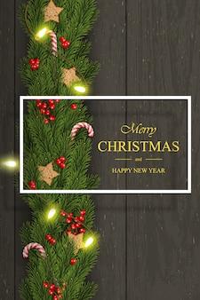 Boże narodzenie na ciemne drewniane życzenia, gałęzie sosny, jagody.