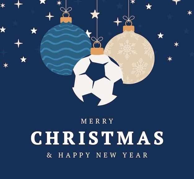 Boże narodzenie piłka nożna kartkę z życzeniami. wesołych świąt i szczęśliwego nowego roku płaski kreskówka sport transparent. piłka jako piłka boże narodzenie na tle. ilustracja wektorowa.