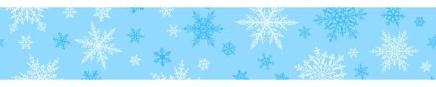 Boże narodzenie transparent złożonych dużych i małych płatków śniegu w białych kolorach na jasnoniebieskim tle. z powtórzeniem poziomym