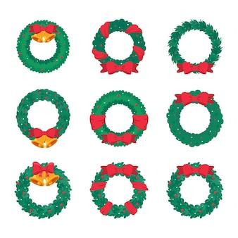 Boże narodzenie wieniec wektor. zimowa girlanda ozdobiona czerwonymi jagodami ostrokrzewu na zielonych gałęziach sosny.