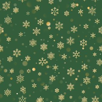Bożenarodzeniowy bezszwowy wzór z złocistymi płatkami śniegu na zielonym tle. wakacje na boże narodzenie i nowy rok.