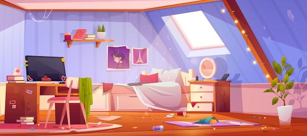 Brudna sypialnia dziewczyny na poddaszu. wnętrze poddasza z brudnymi meblami i ubraniami, niepościelonym łóżkiem i śmieciami.