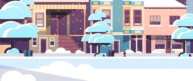 Budynek miejski domy zewnętrzne nowoczesne miasto zaśnieżona ulica w sezonie zimowym zachód słońca opady śniegu pejzaż
