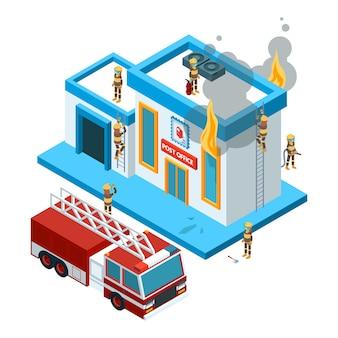 Budynek w płomieniu izometryczny. strażacy przy pracą gaszą ogień od węża elastycznego przy czerwonym dużym samochodowym płonącym miasta 3d krajobrazem