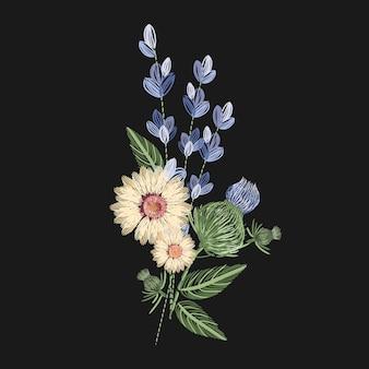 Bukiet polnych kwiatów wyszywany kolorowymi nitkami