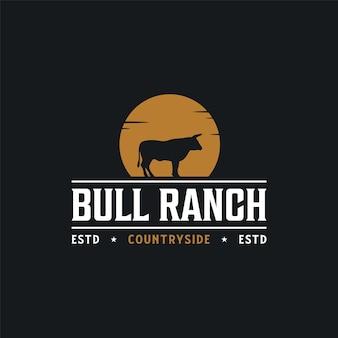 Bull sylwetka noc vintage retro hipster rustykalne logo