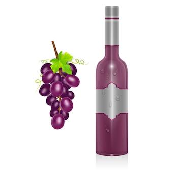 Butelka czerwonego wina i kiść winogron na białym tle
