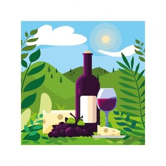 Butelka i kieliszek wina z kawałkiem sera i winogron