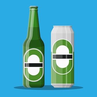 Butelka piwa ze szkłem. alkoholowy napój piwny.