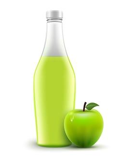 Butelka soku jabłkowego na białym tle.