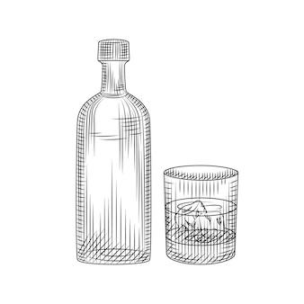 Butelka wódki i szkło na białym tle. ręcznie rysowane koktajl alkoholowy z lodem w szkle skał. grawerowany styl. do menu pubowego, kartek, plakatów, nadruków, opakowań. ilustracja wektorowa