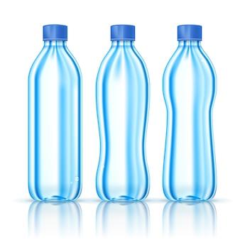 Butelki wody na białym tle
