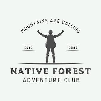Camping na zewnątrz lub plakat typografii przygodowej.