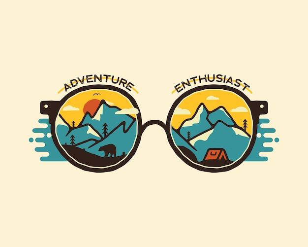 Campingowej odznaki ilustracyjny projekt. logo outdoorowe z cytatem - miłośnik przygód