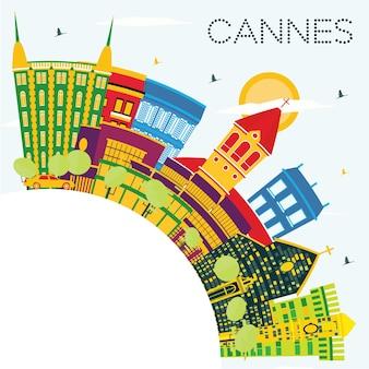 Cannes france city skyline z kolorowych budynków, błękitne niebo i miejsca kopiowania. ilustracja wektorowa. podróże służbowe i koncepcja turystyki z zabytkowymi budynkami. gród cannes z zabytkami.