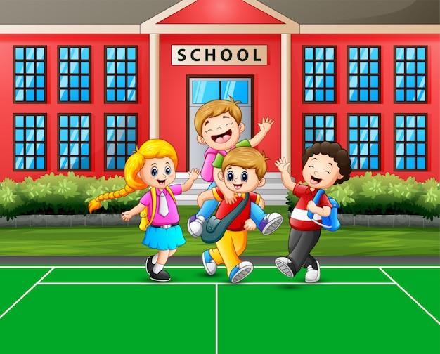 Cartoon dzieci idące do domu po szkole