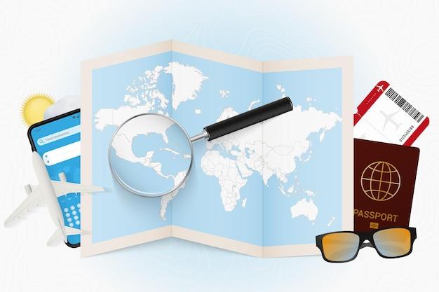 Cel podróży belize, makieta turystyczna ze sprzętem podróżnym i mapa świata z lupą na belize.