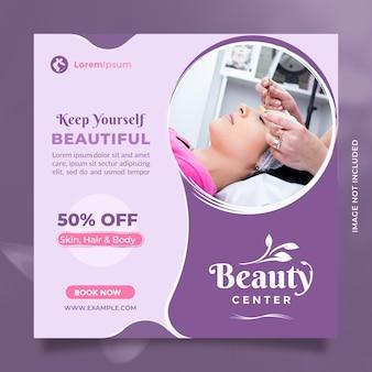 Centrum zabiegów kosmetycznych post w mediach społecznościowych i promocja banerów w kolorze fioletowym i różowym