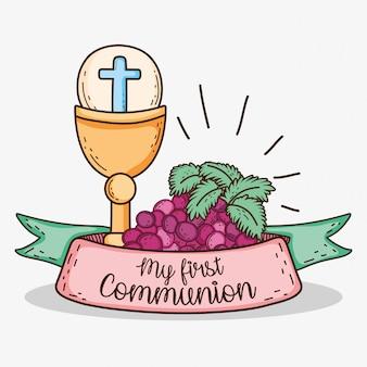 Chalizuj z gospodarzem i winogronami do mojej pierwszej komunii