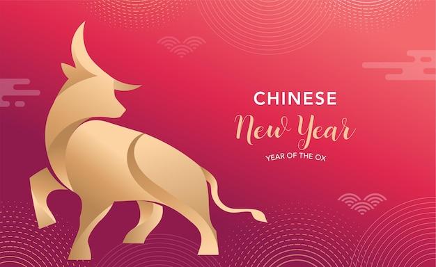 Chiński nowy rok 2021 rok wołu, czerwona krowa, chiński symbol zodiaku. tło z tradycyjnymi orientalnymi dekoracjami. ilustracji wektorowych
