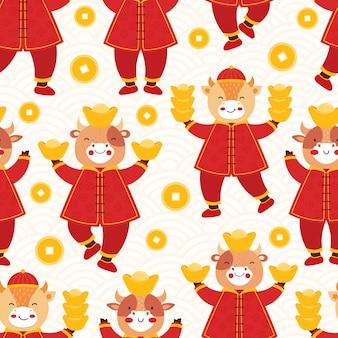 Chiński nowy rok 2021 wół. bezszwowy deseniowy byk w tradycyjnych czerwonych ubraniach ze złotymi monetami i sztabkami;