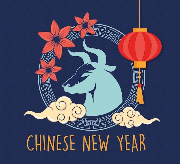 Chiński nowy rok karta z wół, kwiaty i wiszące lampy