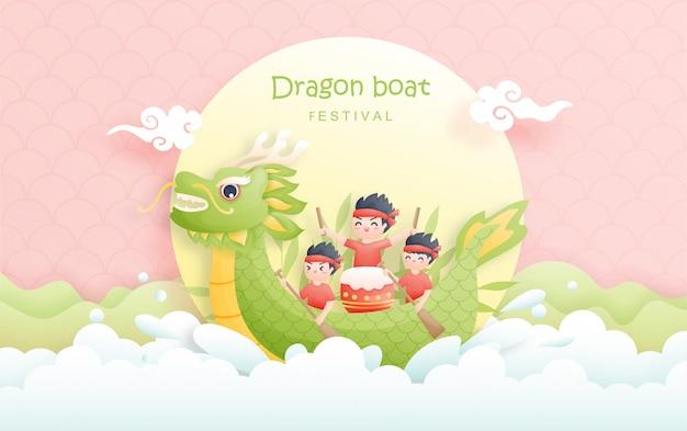 Chiński smok łódkowaty festiwal z chłopiec wiosłem w rzecznych i ryżowych kluchami, śliczna charakter ilustracja.