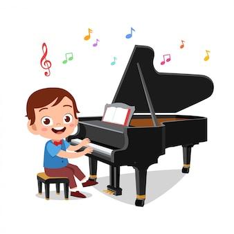 Chłopak i dziewczyna gra na fortepianie