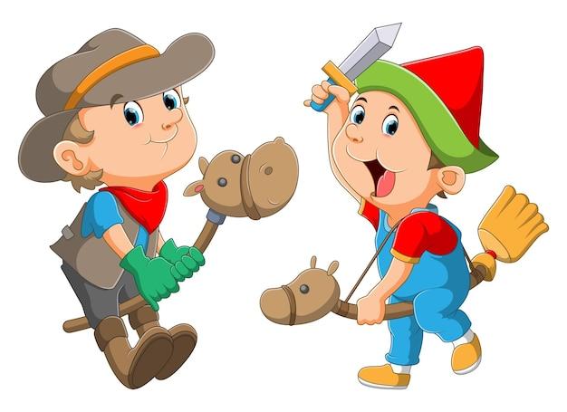Chłopcy bawią się na drewnianych koniach i używają dobrego kostiumu